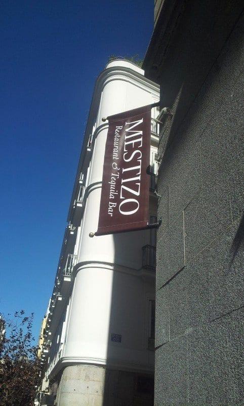 mestizo-restaurante-banderola (1)