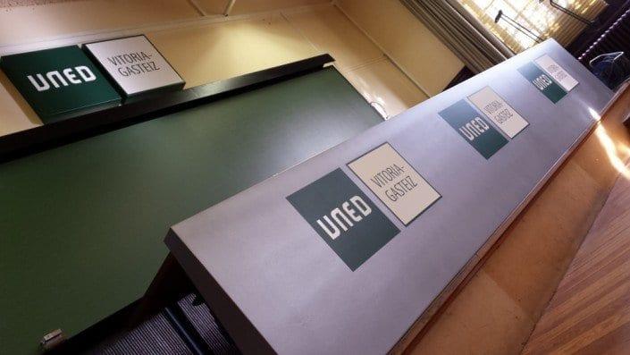rotulos luminosos cajas de luz-UNED