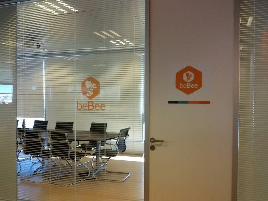 Vinilos para oficinas bebee rotulos xprinta for Puertas para oficina