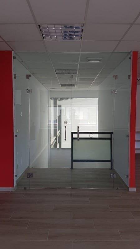 Puerta de cristal de oficina