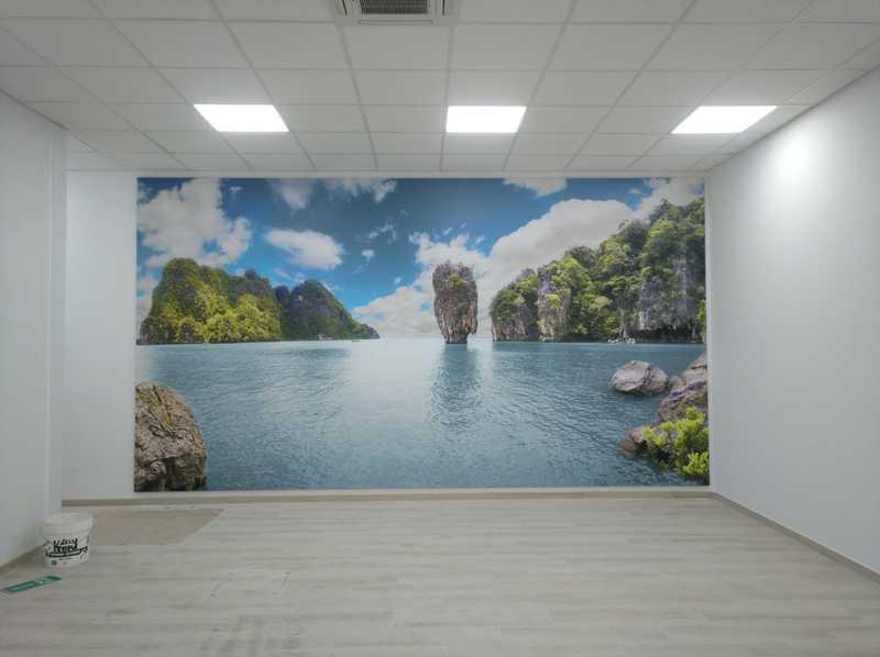 Mural de paisaje en oficina