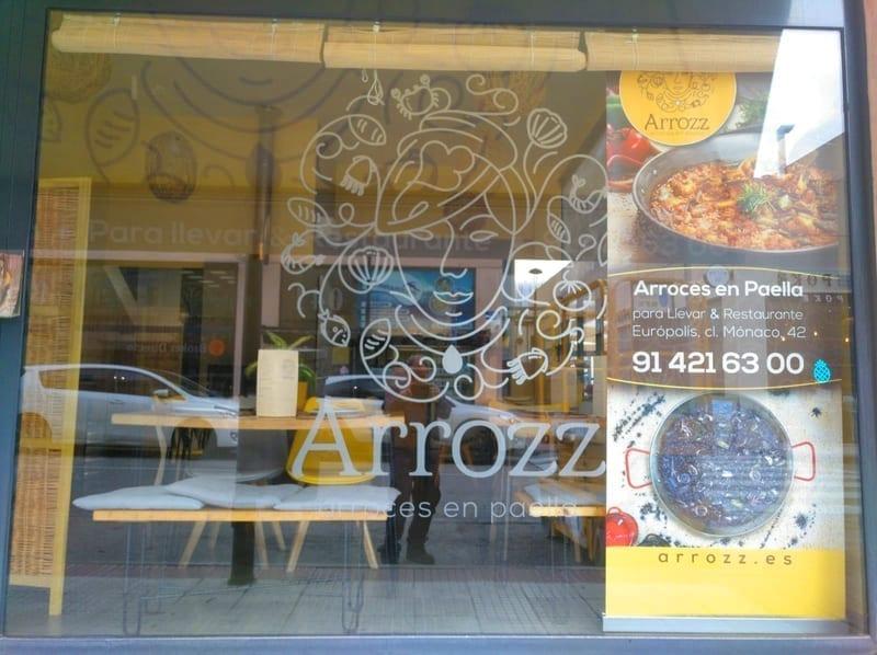 Rótulo y toldo para para restaurante Arrozz