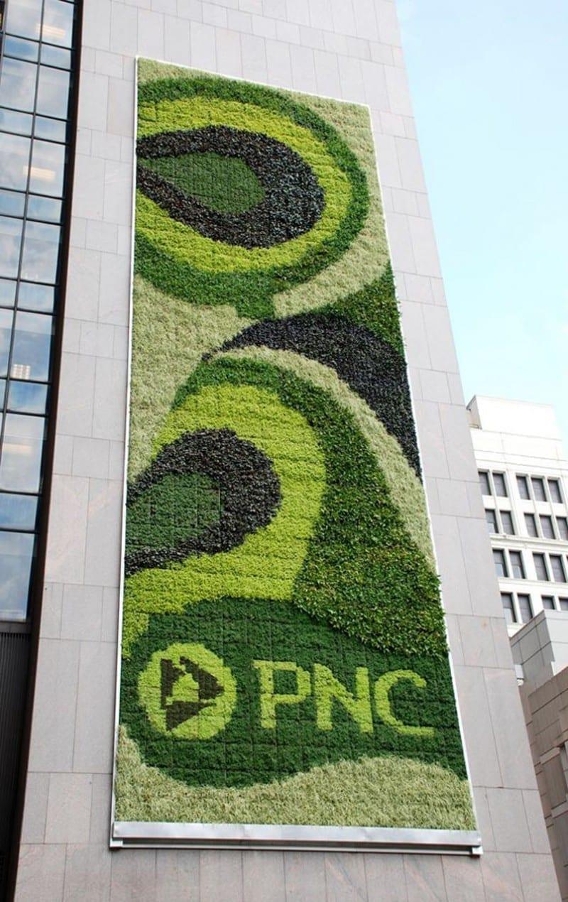 Valla publicitaria verde de PNC