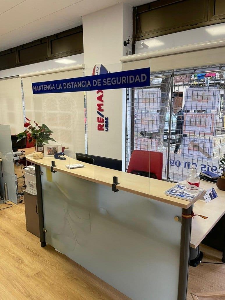 mamparas protectoras para oficinas en Madrid
