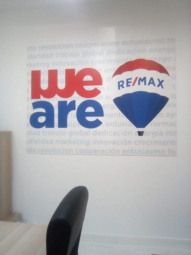 ROTULACIONES INTERIOR REMAX ESTRELLA